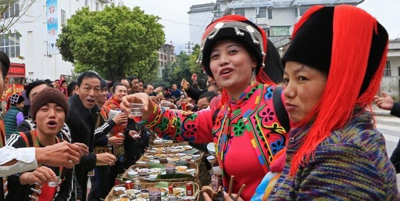 7 Jours Ethnique Hani Honghe Festival de banquet de longue rue et Tour Photographié Yuanyang