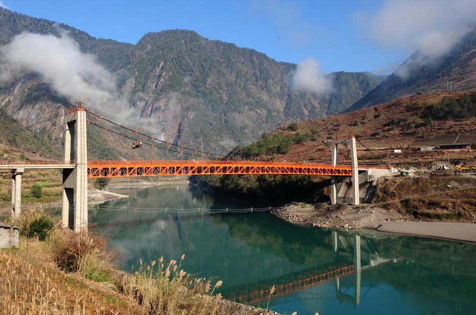 Pont de chaînes dans La grande vallée de Nujiang